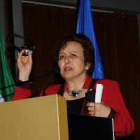 """Foto Nicoloro G. 16/11/2012 Milano Quarta Conferenza Mondiale """" Science for Peace """" in cui si analizzano le cause all' origine di conflitti e le soluzioni che la Scienza offre per la prevenzione e la risoluzione. In questa edizione esperti internazionali parlano di pena di morte ed ergastolo, accesso alle risorse e coesione sociale. nella foto Shirin Ebadi"""