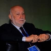 """Foto Nicoloro G.   15/11/2014   Milano     Seconda giornata della sesta Conferenza Mondiale """" Science for Peace """" dal titolo """" Pace come condizione del benessere """". nella foto il sociologo Domenico De Masi."""
