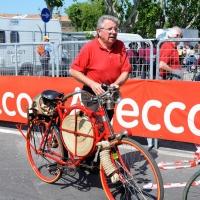 Foto Nicoloro G. 19/05/2011 Ravenna Dodicesima tappa del Giro d' Italia Castelfidardo-Ravenna di 184 Km. nella foto Vecchio vigile del fuoco in bicicletta