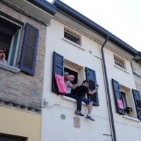 Foto Nicoloro G. 19/05/2011 Ravenna Dodicesima tappa del Giro d' Italia Castelfidardo-Ravenna di 184 Km. nella foto Alle finestre in attesa dell'arrivo