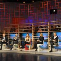 """Foto Nicoloro G. 28/01/2011 Milano Trasmissione televisiva di Rai2 """" L' ultima parola """" condotta da Gianluigi Paragone. nella foto Una veduta dello studio con gli ospiti"""