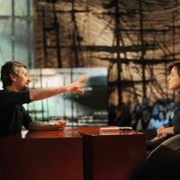 """Foto Nicoloro G. 04/03/2011 Milano Trasmissione televisiva su La7 """" Invasioni barbariche """" condotta da Daria Bignardi. nella foto Ascanio Celestini – Daria Bignardi"""
