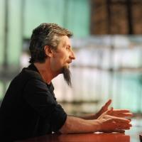 """Foto Nicoloro G. 04/03/2011 Milano Trasmissione televisiva su La7 """" Invasioni barbariche """" condotta da Daria Bignardi. nella foto Ascanio Celestini"""