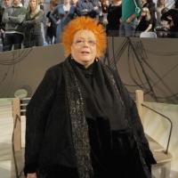 """Foto Nicoloro G.  19/11/2010 Milano, Trasmissione televisiva """"Le Invasioni barbariche"""" in programmazione su La7 e condotta da Daria Bignardi. nella foto Giusy Ferrè"""