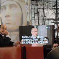 """Foto Nicoloro G. 21/01/2011 Milano Trasmissione televisiva su La7 """" Invasioni barbariche """" condotta da Daria Bignardi. nella foto Pier Luigi Bersani – Daria Bignardi"""
