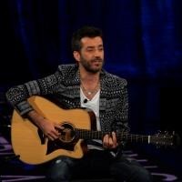 """Foto Nicoloro G.   03/05/2015  Milano   Trasmissione televisiva su Rai 3 """" Che tempo che fa """". nella foto il cantautore Daniele Silvestri."""
