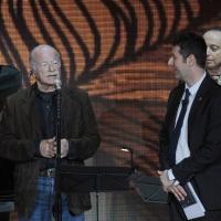 """Foto Nicoloro G. 10/04/2011 Milano Trasmissione televisiva su Rai3 """" Che tempo che fa """" condotta da Fabio Fazio. nella foto Gino Paoli – Fabio Fazio"""