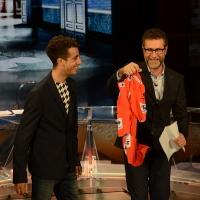 Foto Nicoloro G.   26/09/2015   Milano   Prima serata della nuova serie di trasmissioni su Rai 3 ' Che fuori tempo che fa '. nella foto Fabio Fazio mostra la maglietta del campione di ciclismo Fabio Aru vincitore della Vuelta.