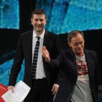 """Foto Nicoloro G. 03/03/2012 Milano Trasmissione televisiva su Rai3 """" Che tempo che fa """" condotta da Fabio Fazio. nella foto Fabio Fazio – Roberto Vecchioni"""