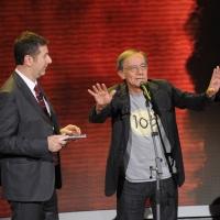 """Foto Nicoloro G. 10/12/2011 Milano Trasmissione televisiva su Rai3 """" Che tempo che fa """" condotta da Fabio Fazio. nella foto Fabio Fazio – Roberto Vecchioni"""