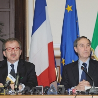 Foto Nicoloro G. 08/04/2011 Milano Vertice in Prefettura tra i ministri degli esteri d' Italia e di Francia sul problema dell' immigrazione. nella foto Roberto Maroni – Claude Gueant