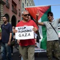 Foto Nicoloro G.  02/08/2014  Bologna    34esimo anniversario della strage alla stazione di Bologna. nella foto ai margini della cerimonia è sfilato un corteo di protesta dei Circoli contro i bombardamenti di Gaza.