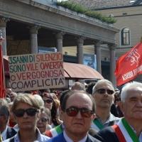 Foto Nicoloro G.  02/08/2015   Bologna   Trentacinquesimo anniversario della strage alla stazione di Bologna. nella foto striscioni, bandiere e cartelli tra la folla nel piazzale della stazione.