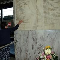 Foto Nicoloro G.  02/08/2015   Bologna   Trentacinquesimo anniversario della strage alla stazione di Bologna. nella foto i familiari delle vittime rendono omaggio alla lapide.